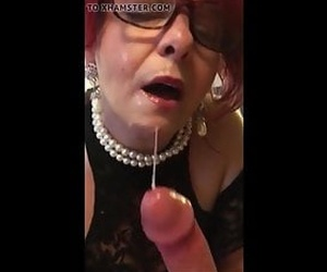 Redhead gilf with glasses giving a sloppy blowjob and get facial