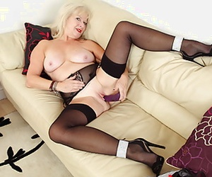 Watch as Sapphire Louise masters the art of seduction taking off her clothes, rubbing her sweet matured body and looking longingly into the camera (brand NEW movie available in Utter HD 1080P).